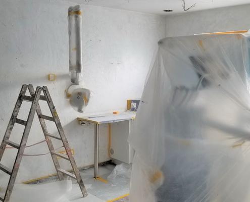Neue Dekcen und Wände in der Zahnarztpraxis Hager, Burbach