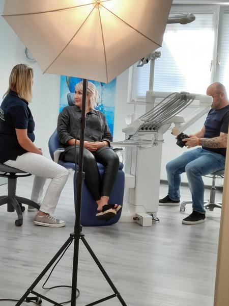 Making of der Praxisbilder Andreas Hager, Zahnarzt Burbach - Absprache mit dem Patientenmodel